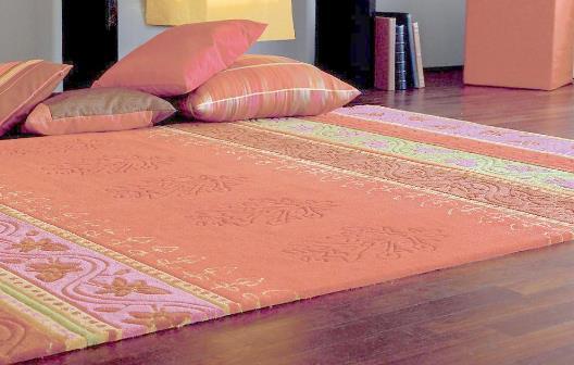 地毯清洁技巧:地毯上的尘土怎么清洗