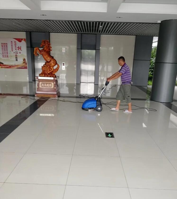 地面防滑瓷砖地面防滑
