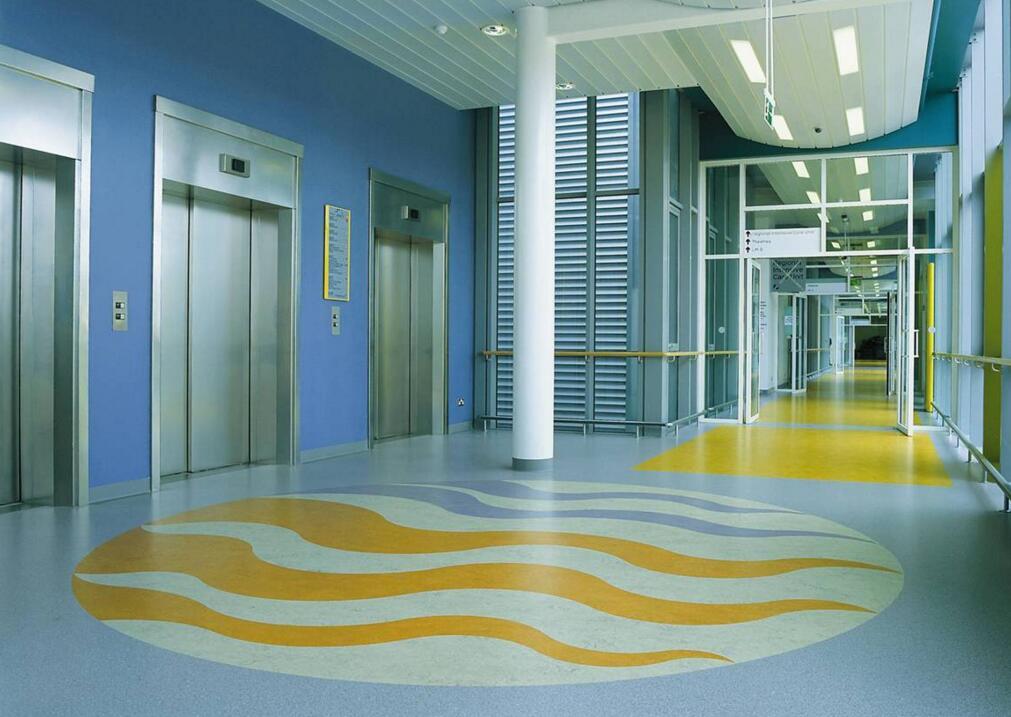 地面清洗之PVC塑胶地板地面清洁打蜡保养